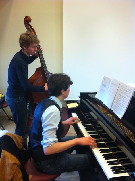 Max et Quentin en train de préparer la formule d'accompagnement du Boléro de Ravel - 02